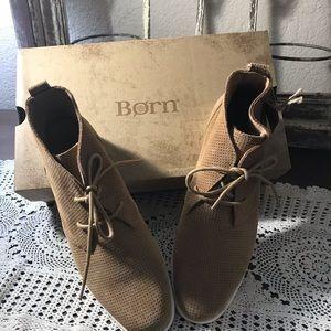 Born Shoes Size 8.5 Tie Lace